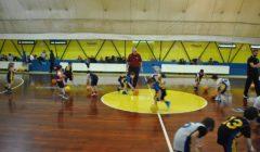 Esercizi minibasket 5-6 anni con cerchi palloncini e palline da tennis